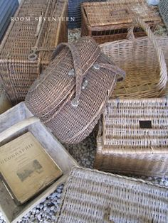 *love these old baskets French Baskets, Old Baskets, Vintage Baskets, Wire Baskets, Picnic Baskets, Old Wicker, Wicker Trunk, Rattan Basket, Basket Bag