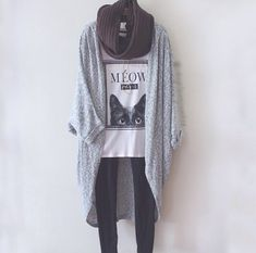 I need to find a cocoon sweater like this! Super cute every day casual outfit