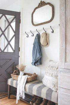 Fabulous Farmhouse Entryway Decor Ideas