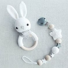Baby Knitting Patterns Toys Quite neutral, but no less sweet :-) Set of hare rattle in white with gray . Crochet Baby Toys, Crochet For Kids, Diy Crochet, Crochet Patterns Amigurumi, Baby Knitting Patterns, Handgemachtes Baby, Diy Bebe, Baby Gift Sets, Baby Rattle