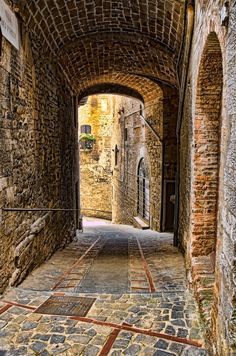 Ancient Passage, Todi, Umbria, Italy  photo via shawnie