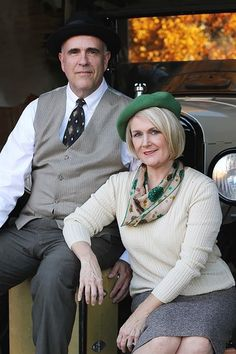 Couples Halloween Costumes You Won't Have to Beg Your Partner to Wear 79 Paare Kostüme Bonnie And Clyde Halloween Costume, Duo Halloween Costumes, Pop Culture Halloween Costume, Diy Costumes, Costume Ideas, Halloween Couples, Halloween Ideas, Adult Costumes, Clever Costumes