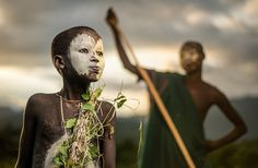 A boy of the nomadic Suri tribe of Ethiopia, in traditional face/body paint and attire - 29 Breathtaking Photographs Of The Human Race You Should See These photos remind us that we live in a world where happy and sad coexist. We Are The World, People Around The World, Ansel Adams, Photo Compilation, Photos Du, Cool Photos, Amazing Photos, Population Du Monde, Smithsonian Photo Contest