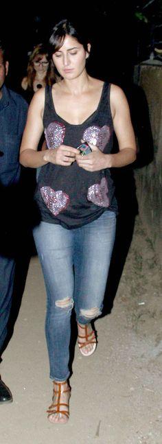 Katrina Kaif arriving for Bosco Martis' birthday bash. Indian Celebrities, Bollywood Celebrities, Bollywood Actress, Hot Actresses, Indian Actresses, Karisma Kapoor, Celebrity Style Inspiration, Hollywood Fashion, Katrina Kaif