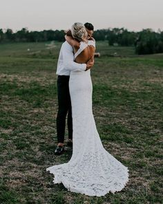 White bride dresses. All brides dream of finding the most appropriate wedding day, but for this they require the best bridal wear, with the bridesmaid's outfits complimenting the brides-to-be dress. These are a variety of tips on wedding dresses. #weddingdress