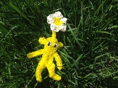 YELLOW PIKMIN with Flower charms (Nintendo plant like creature ) Rainbow Loom figures. Now on YouTube! Subscribe ❤️❤️m.youtube.com/user/LoomingWithCheryl
