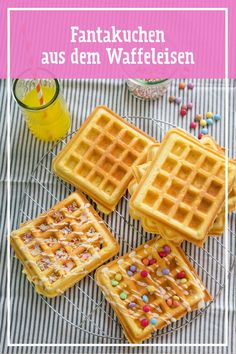 Fantakuchen-Waffeln The best idea since waffles have been made: instead of baking them on the tin, you can bake Fantakkuchen dough very easily in a waffle iron. Frosting and colorful sprinkles on it – party fun for young and old is done! Quick Dessert Recipes, Easy Cookie Recipes, Waffle Recipes, Cake Recipes, Breakfast Recipes, Frosting Recipes, Waffle Iron, Recipe For 4, Food Cakes