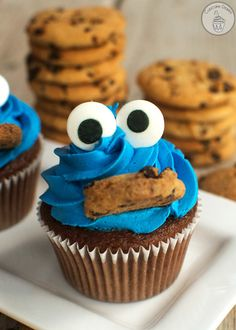 Cookie Monster Cupcakes by The Cupcake Diaries Festa Cookie Monster, Cookie Monster Cupcakes, Kid Cupcakes, How To Make Cupcakes, Cupcake Cookies, Simple Cupcakes, Fancy Cupcakes, Cupcake Wars, Easy Animal Cupcakes