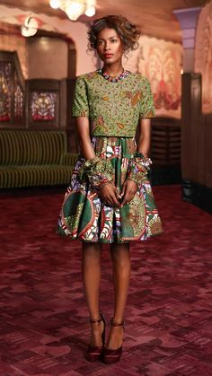 Pretty Pleats by Vlisco. An A-line skirt is classic and contemporary for a day-time wedding. This version has a botanical print and pretty pleats. Maximize the look with a structured top in coordinating colours and matching fringed fabric cuffs.