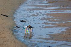 Deux semaines en Bretagne : le Finistère à vélo - Blog voyage Brittany, Beach Mat, Outdoor Blanket, Photos, Explore, Pin, Cottages, Basque Country, France Travel
