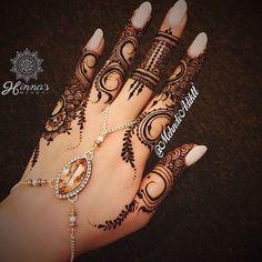 Beautiful henna by @mehndiadiktt❤️