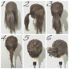 ゆるポニーと三つ編みで作るシニヨンです。 ①まずハチ上の髪を一本に結びます。 ②サイドとバックにわけ、バックの髪を①と束ねて結びます。 ③サイドの髪も同様に②と束ねて結び、ポニーテールを作ります。 ④③の毛先を三つ編みします。 ⑤④の三つ編みをくるくると巻いてるお団子を作ります。 ⑥最後に全体のバランスを見ながらほぐして完成。 ポニーテールを三つに分けて作ることで、ほぐしやすくなります!