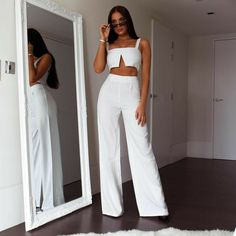 White pinstripe palazzo trousers in 2020 Classy Outfits, Stylish Outfits, Girl Outfits, Summer Outfits, Stylish Dresses, Mode Kpop, Fiesta Outfit, Diy Vetement, Mode Streetwear
