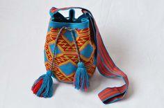 WAYUU BAG – Medium-Sized Mochila. Handwoven by a woman from the Wayuu Tribe. Cyan & Rhombus. www.colombiart.co