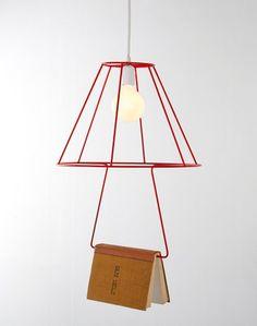 una lampara para colgar tus libros