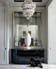 Entrance Hall : A Grand London Townhouse Gets a Luxe Update : Architectural Digest Design Entrée, Foyer Design, Deco Design, House Design, Design Trends, Design Ideas, Staircase Design, Design Projects, Hallway Designs