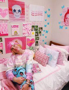 Teen Room Decor, Bedroom Decor, Preppy Bedroom, Dorm Room Designs, Bedroom Wall Collage, Room Goals, College Dorm Rooms, Bedroom Inspo, Bedroom Ideas