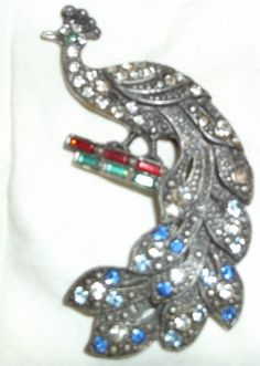 VICTORIAN BIRD PEACOCK BROOCH PIN FILLED WITH COLORS AND CLEAR RHINESTONE JEWELS