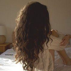 Quick and easy hairstyles for wavy hair- Schnelle und einfache Frisuren für welliges Haar Quick and easy hairstyles for wavy hair Are you ready to take a look at the quick and easy hairstyles we have chosen for your wavy hair? H … hair styling - Pelo Ondulado Natural, Hair Inspo, Hair Inspiration, New Hair, Your Hair, Curly Hair Styles, Natural Hair Styles, Aesthetic Hair, Brown Aesthetic