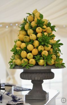 Citrus-for-table - Have you thought over about Christmas decoration for your home? Why don't you try to add citrus? It will give nice smell and awesome look. Dried citrus also brings classic touch that improves your decor for Christmas. Table Centerpieces, Wedding Centerpieces, Wedding Table, Wedding Decorations, Centerpiece Ideas, Wedding Mandap, Wedding Receptions, Deco Fruit, Decoration Buffet