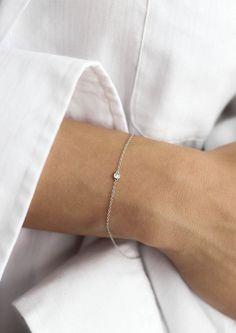 Delicate white gold Solitaire Diamond Bracelet   Vrai & Oro