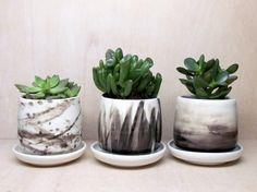 Set Of Three Small Black and White Brush von MelissaMayaPottery