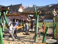 Widok na pensjonat z placu zabaw http://www.podreglami.pl