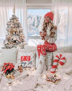 Best Christmas Decorations And Quotes Help You Enjoy Every Minute of the Holiday - Cosy Christmas, Merry Little Christmas, Christmas Time, Cheap Christmas, Christmas Stockings, Beauty And Fashion, Christmas Photography, Christmas Aesthetic, Christmas Pictures