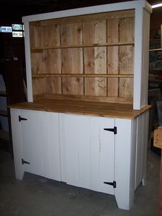 Pallet Furniture - Hutch definitely want to work on this!