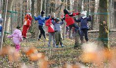 Viele Gemeinden hätten gerne einen Waldkindergarten, doch die kantonalen Auflagen sind streng. Ein Kindergarten im Wald ist mit höheren Kosten sowie zusätzlichem Aufwand verbunden. Das Beispiel Aarau zeigt: Niemand kann sich das mehr leisten.