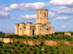 de la Barra photography, honeymoon ideas, honeymoon in Europe, Belalcazar Castle, Cordoba, Spain.
