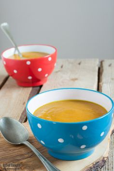 This creamy vegan pumpkin soup is sweet and savory, spicy, with subtle notes of sage, nutmeg and coconut.