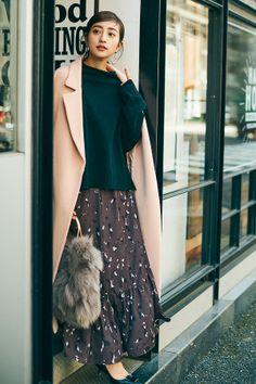 マキシスカートでゆるかわいく♡おすすめの冬コーデ17選 | CanCam.jp(キャンキャン) My Cup Of Tea, Mix Match, High Waisted Skirt, Sequin Skirt, Mini Skirts, Stylish, How To Wear, Instagram, Fashion
