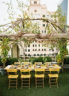 Un toit terrasse en salle à manger extérieure romantique / lunch in romantic rooftop