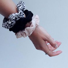 Haargummis nähen Anleitung aus dem Onlinenähkurs  #Regram via @www.instagram.com/p/ByXj7jKnL8j/ Textiles, Sewing Patterns, Instagram, Ideas, Sew Simple, Fabric Remnants, Sewing Clothes, Tutorials, Gifts