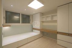 수원 영통에 위치한 삼성 태영아파트 34평 아파트 인테리어 입니다. 실용성과 기능성을 강조하며 복잡한 장... Home Interior Design, Interior Architecture, Room Interior, Basement Bedrooms, Home Bedroom, Platform Bedroom, Inviting Home, My Ideal Home, Studio Room