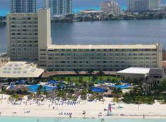 Presidente Intercontinental es uno de los hoteles reconocidos por su excelente servicio e instalaciones de lujo.     Reconocido a nivel mundial por poseer las mejores playas de Cancún (120 m. de longitud). Discovery Channel, 1999.