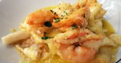 Filé de peixe e camarões com manteiga de Alho poró
