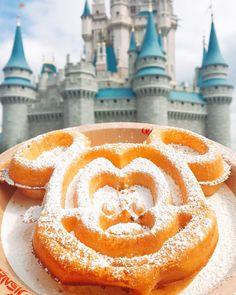 Walt Disney World in Orlando, Florida is a food lover's dream. From classic fan favorites to hidden gems, here are 25 of the absolute best things you can eat and drink while visiting the most magical place on earth. Disney Desserts, Disney Snacks, Disney Food, Disney Recipes, Disney Disney, Disney Dream, Best Disney World Food, Disney World Trip, Disney Vacations