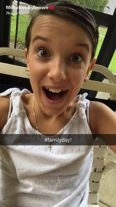 Millie with her family today! Millie Bobby Brown Snapchat, Acting Career, Stranger Things Netflix, English Actresses, Family Day, Style Icons, It Cast, King, Queen