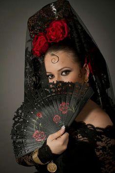 belle image - Page 31 Spanish Dress, Spanish Dancer, Spanish Style, Flamenco Dancers, Spanish Fashion, Exotic Women, Arab Fashion, World Cultures, Belle Photo