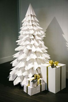 Creative DIY Christmas Tree Ideas For a Unique Holiday Season Are you tired of decorating the same old tree every year? If you're ready to get creative this holiday season, here are creative DIY Christmas tree ideas. Creative Christmas Trees, Diy Christmas Tree, Christmas Paper, Xmas Tree, Simple Christmas, Vintage Christmas, 3d Tree, Christmas Window Display, Christmas Photos