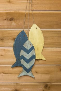 Painted String or School of Fish Wall Hanging reclaimed wood 11 long beach house lake house coastal theme room or ocean decor Beach Wall Decor, Beach House Decor, Painting Wood Paneling, Wood Fish, Chalk Paint Colors, Whitewash Wood, Fish Art, Fish Fish, Beach Crafts
