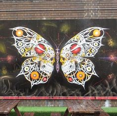 Otto Schade en Londres; butterfly with skulls