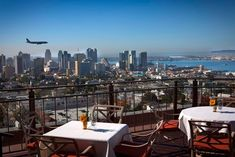 San Diego with its great climate is the perfect city for rooftop bars. Check out this list with 10 of the best rooftop bars in San Diego and why each of them is worth visiting. San Diego Neighborhoods, San Diego Restaurants, Bankers Hill, Moving To San Diego, Local Eatery, Best Rooftop Bars, Rooftop Restaurant, California Dreamin', San Francisco Skyline