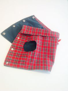 Chaleco reversible  perro en tartán rojo ropa perro. por MuckaPets