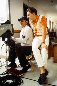 Steven Spielberg and Leonardo DiCaprio on the set of Catch Me If You Can, 2002 Parisian Girl, Streetwear, Camila Morrone, Young Leonardo Dicaprio, About Time Movie, Lookbook, Film Industry, Esquire, Film Movie
