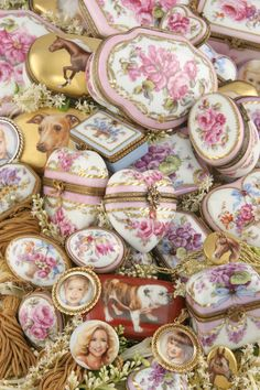 Limoges Boxes with Portraits and Flowers China Porcelain, Painted Porcelain, Hand Painted, Vintage Shabby Chic, Vintage Pink, Pretty Box, Tiny Dolls, China Painting, Victorian Jewelry