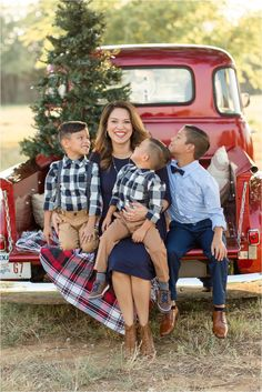 Family Christmas Outfits, Christmas Pictures Outfits, Xmas Photos, Family Christmas Pictures, Family Photo Outfits, Picture Outfits, Picture Ideas, Family Photos, Christmas Truck