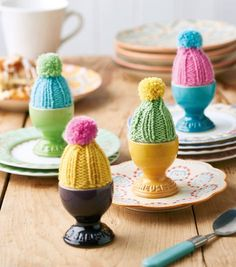 Knit Bobble Hat Egg Cosies Big Knits, Bobble Hats, Paper Crafts, Diy Crafts, Hobbies And Crafts, Mini Cupcakes, Little Gifts, Baby Hats, Homemade Gifts